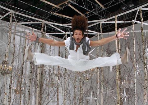 Filipos Maugli Macenauer - Ground acrobat dancer